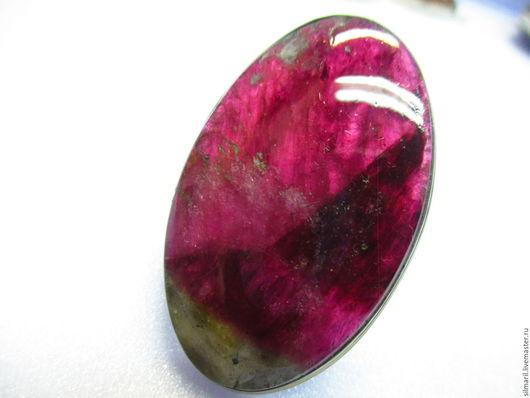 кольцо `Зарево`цена 7500 турмалин вишнево малиновый,пейзажный,очень крупный!