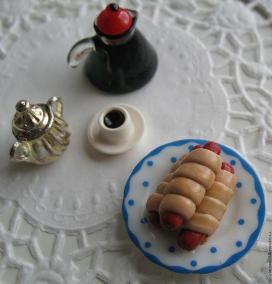Миниатюра ручной работы. Ярмарка Мастеров - ручная работа. Купить Сосиски в тесте 1:12. Handmade. Коричневый, еда из пластики