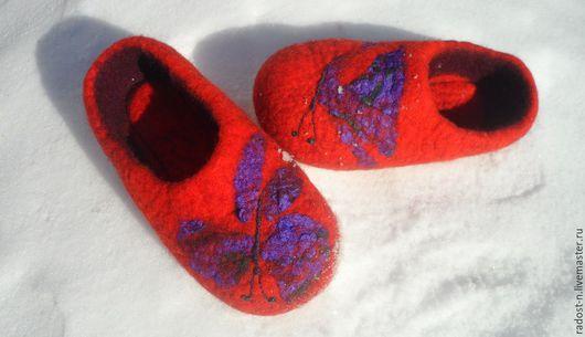 """Обувь ручной работы. Ярмарка Мастеров - ручная работа. Купить """"Полет бабочки"""" валяные тапочки. Handmade. Валяные тапочки, фиолетовый"""