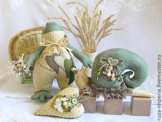 Куклы Тильды ручной работы. Ярмарка Мастеров - ручная работа. Купить Тильда Подарочный набор Лягушка, Улитка и сердечко. Handmade.