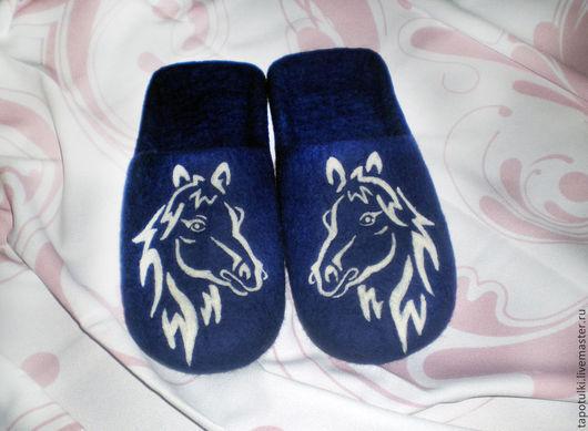 """Обувь ручной работы. Ярмарка Мастеров - ручная работа. Купить Тапочки мужские """"Лошадка"""". Handmade. Тёмно-синий, тапочки валяные"""
