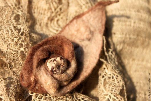 Броши ручной работы. Ярмарка Мастеров - ручная работа. Купить брошь из шерсти ЗАкбе. Handmade. Бежевый, роза брошь, бисер