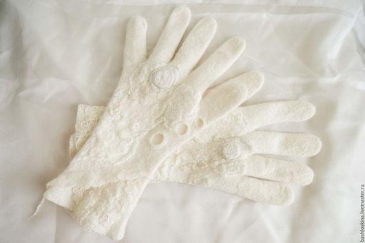 Варежки, митенки, перчатки ручной работы. Ярмарка Мастеров - ручная работа. Купить Перчасти валяные  Снежана. Handmade. Белый