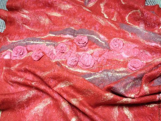 """Шали, палантины ручной работы. Ярмарка Мастеров - ручная работа. Купить Красный палантин  на плечи """" розы"""". Handmade."""
