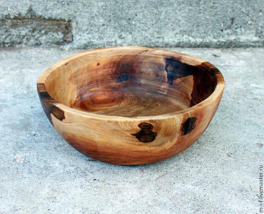 Тарелки ручной работы. Ярмарка Мастеров - ручная работа. Купить Блюдо большого диаметра и достаточно глубокое из грецкого ореха.. Handmade.