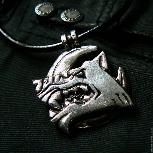 """Кулоны, подвески ручной работы. Ярмарка Мастеров - ручная работа. Купить """"волчара"""" подвеска серебряная. Handmade. Волк, кулон с луной"""