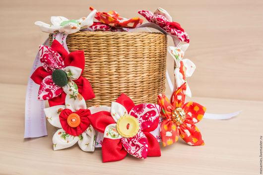Колье, бусы ручной работы. Ярмарка Мастеров - ручная работа. Купить Колье из текстиля «Круглый год - Июнь»красный белый оранжевый пуговицы. Handmade.