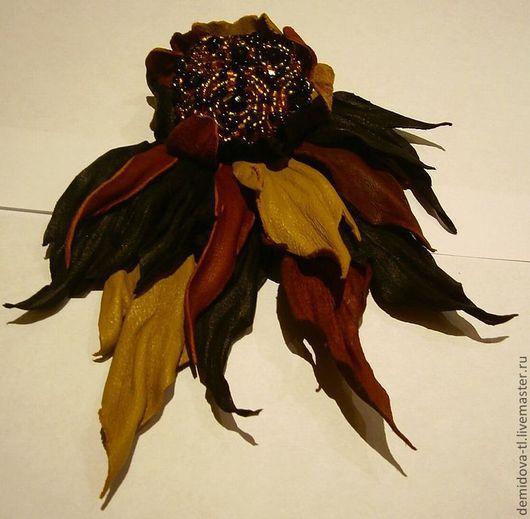 """Броши ручной работы. Ярмарка Мастеров - ручная работа. Купить Брошь из кожи """"Стриж"""". Handmade. Брошь цветок, цветок украшение"""