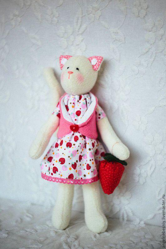 Куклы Тильды ручной работы. Ярмарка Мастеров - ручная работа. Купить Кошечка Клубничка. Handmade. Розовый, подарок женщине