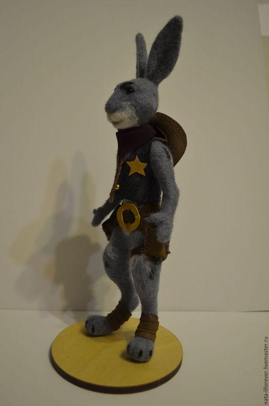 Игрушки животные, ручной работы. Ярмарка Мастеров - ручная работа. Купить Косой Кенни, кролик-ковбой, шериф. Handmade. Серый