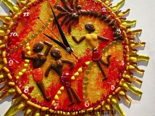 Часы для дома ручной работы. Ярмарка Мастеров - ручная работа. Купить часы из стекла, фьюзинг  Праздник. Handmade. Стекло