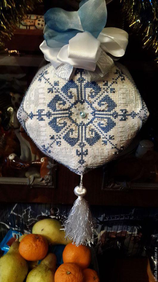 """Миниатюрные модели ручной работы. Ярмарка Мастеров - ручная работа. Купить Бискорню """"Голубая снежинка"""". Handmade. Голубой, подарок на новый год"""