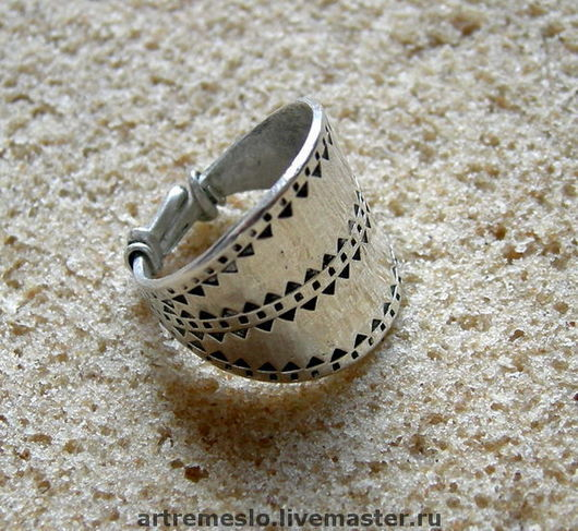 Кольцо из серебра завязанное