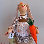 """Куклы и игрушки ручной работы. Ярмарка Мастеров - ручная работа Тильда зайка """"Хозяюшка"""". Handmade."""