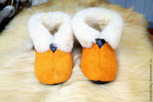 Обувь ручной работы. Ярмарка Мастеров - ручная работа. Купить Чуни из натуральной овчины. Handmade. Чуни, теплые тапочки, рыжий