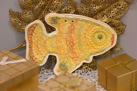 Панно керамическое украшение на стену Рыба золотое кружево. Авторская керамика Ксении Гольд. Керамическая рыба. Подарок на Новый год.