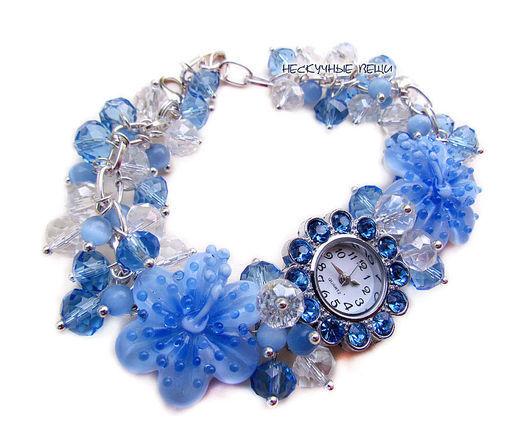 """Часы ручной работы. Ярмарка Мастеров - ручная работа. Купить """"Капли дождя"""" наручные часы с бусинами лэмпворк. Handmade. Голубой"""