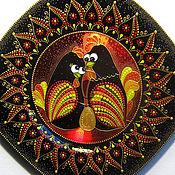 Декоративная тарелочка Петушок, курочка и золотое яичко