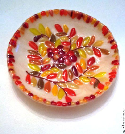 """Тарелки ручной работы. Ярмарка Мастеров - ручная работа. Купить Тарелка """"Осенняя рябинка"""" фьюзинг. Handmade. Бежевый, тарелка"""
