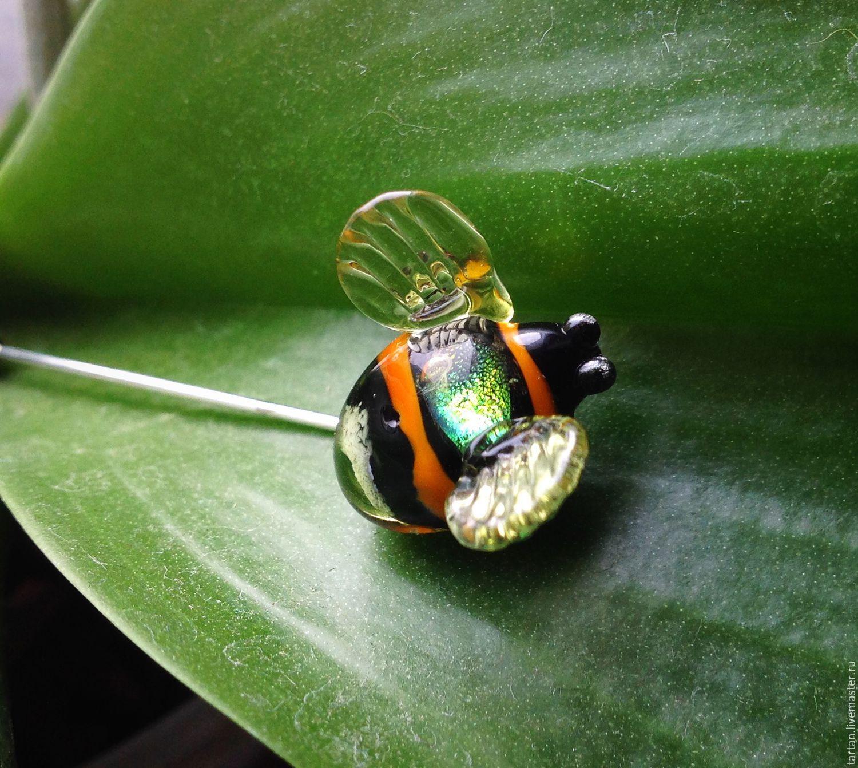 Brooch pin bumblebee.