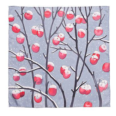 Аксессуары ручной работы. Ярмарка Мастеров - ручная работа Шелковый платок с ручной росписью (батик) - Зимние яблоки. Handmade.