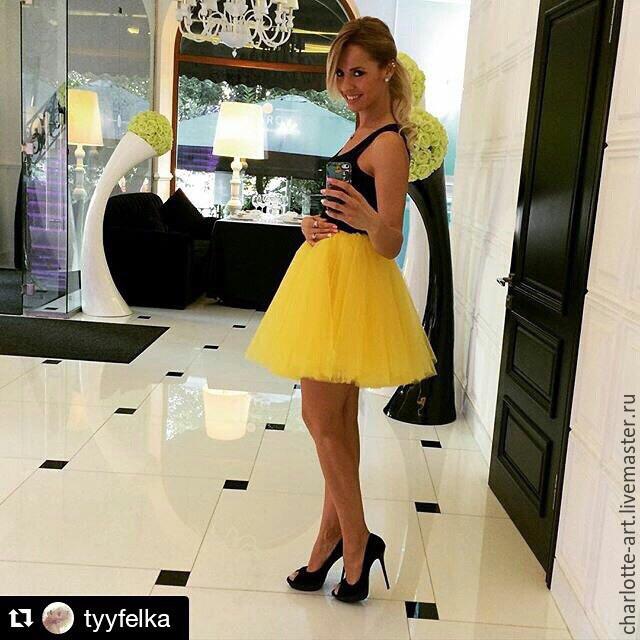 Желтая фатиновая юбка