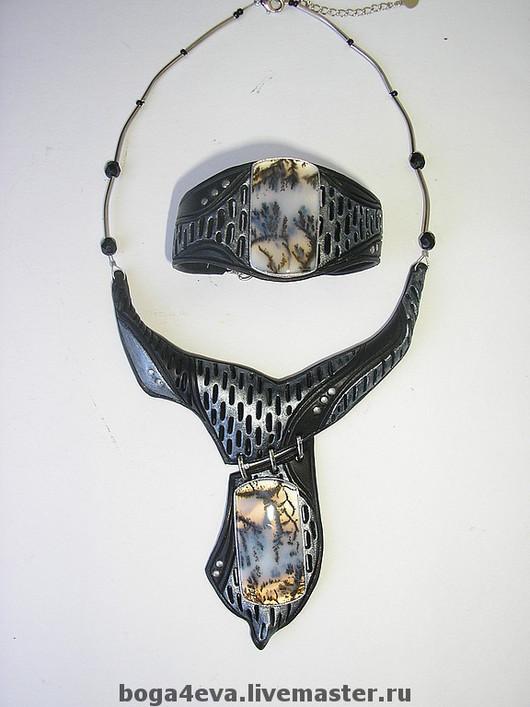 Модель 1.Шикарные  Дендроагаты на гривне и браслете в черно-серебряных тонах. Выглядит очень стильно. Цена 4500 руб. (2300 + 2200). Авторская работа Людмилы Богачевой.