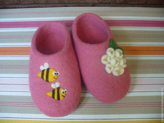 """Обувь ручной работы. Ярмарка Мастеров - ручная работа. Купить Детские войлочные тапочки """"Пчелки"""". Handmade. Войлочные тапочки"""