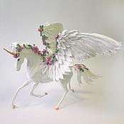 """Куклы и игрушки ручной работы. Ярмарка Мастеров - ручная работа фигурка 35 см """"Единорог с цветами и крыльями"""" (пегас-единорог). Handmade."""