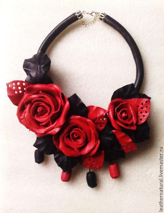 Колье, бусы ручной работы. Ярмарка Мастеров - ручная работа. Купить Колье из кожи с цветами роз. Handmade. Бордовый