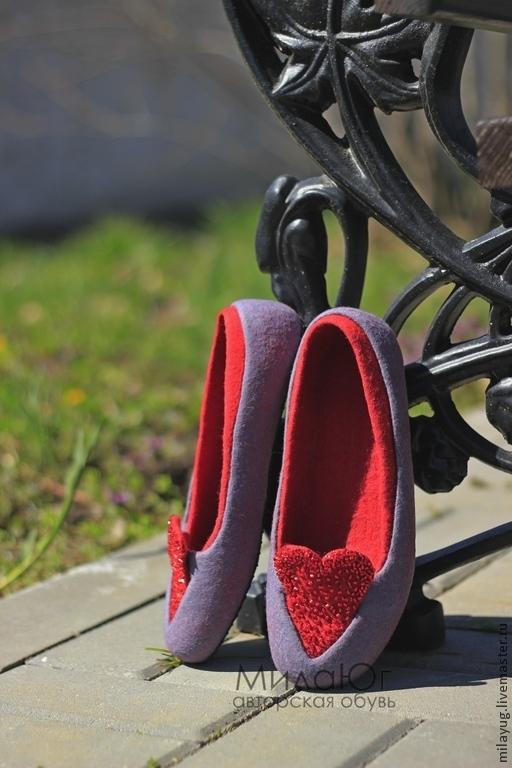"""Обувь ручной работы. Ярмарка Мастеров - ручная работа. Купить """"Два любящих сердца"""" валяные тапочки-балетки. Handmade. Серый"""