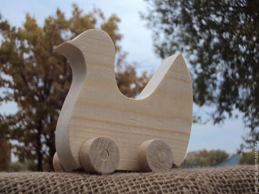 Голубь-каталка, деревянная игрушка ручной работы.
