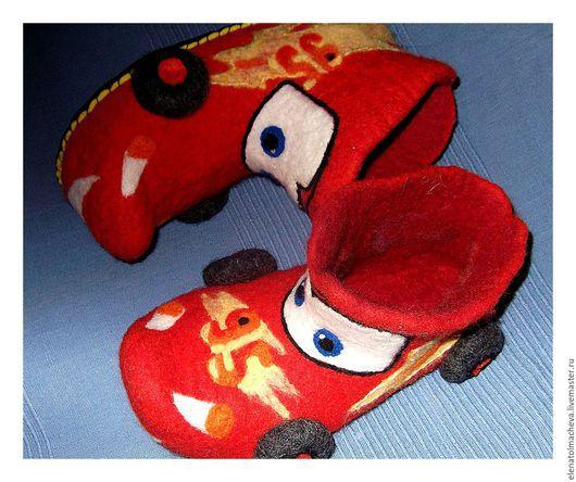 Обувь ручной работы. Ярмарка Мастеров - ручная работа. Купить валяные ботиночки,,Машинки''. Handmade. Ярко-красный, Валяные ботинки