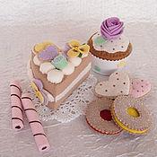 Кукольная еда ручной работы. Ярмарка Мастеров - ручная работа Набор игрушечных сладостей из фетра: тортик, кекс, печенье. Handmade.