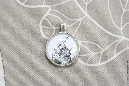 Кулоны, подвески ручной работы. Ярмарка Мастеров - ручная работа. Купить Кулон Белый кролик с часами. Handmade. Чёрно-белый