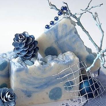 Косметика ручной работы. Ярмарка Мастеров - ручная работа Мыло Новогоднее натуральное Сказочная метель белый голубой. Handmade.