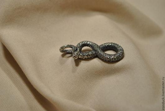 """Кулоны, подвески ручной работы. Ярмарка Мастеров - ручная работа. Купить Кулон """"Восьмерка"""". Handmade. Серебряный, змея, подвеска"""