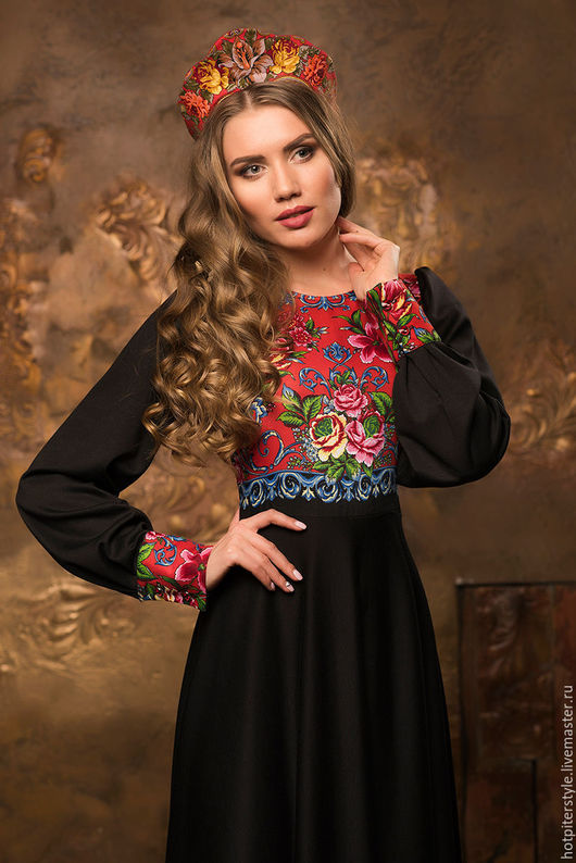 Платье в Русском стиле, в макси длине,  платье из натуральных тканей, ручная работа, платье с Павлопосадским платком. Сделано в Санкт-Петербурге.