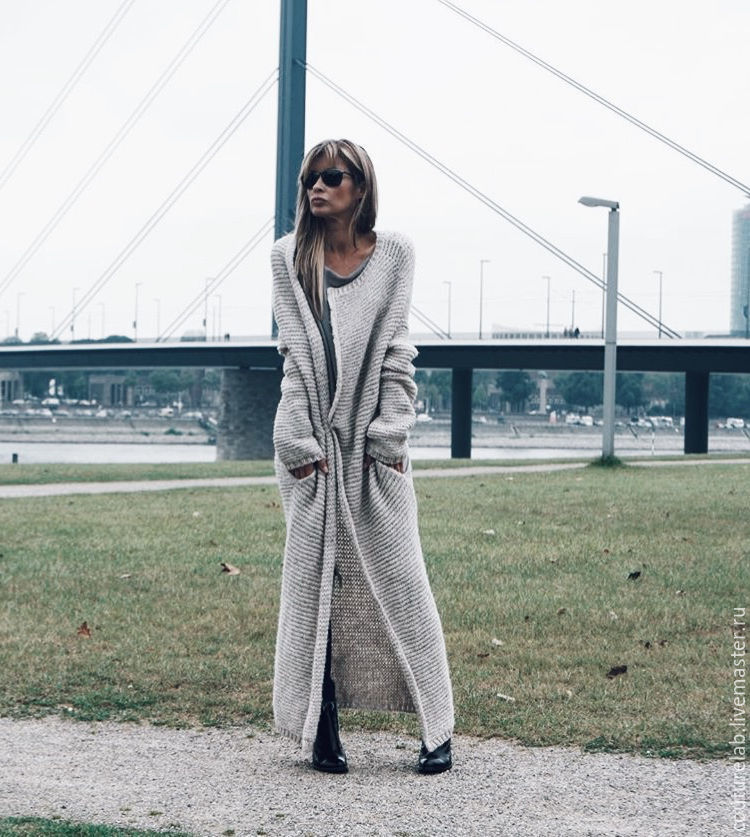 In the pictures the light gray cardigan long from ShaparBrand.