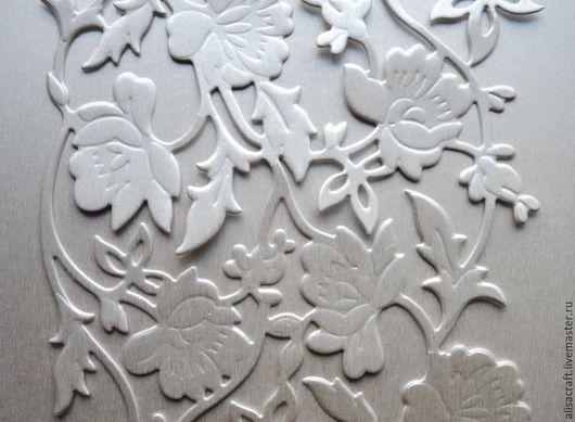 Бумага `Светлое серебро`, коллекция `Серебро`. Плотность - 310 г Цена - 25 руб. (см. подробнее в описании). На фото - пример вырубки из бумаги `Светлое серебро` на фоне этой же бумаги.