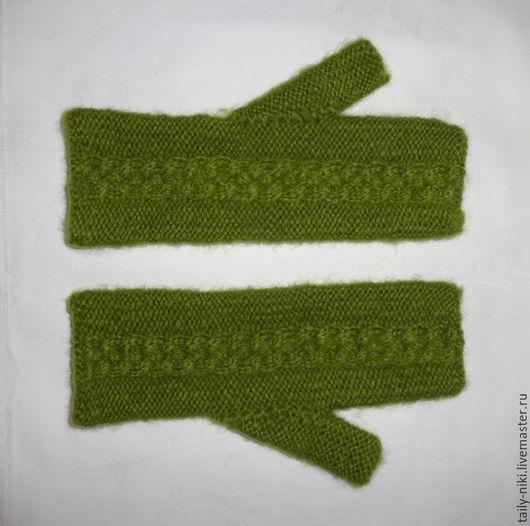 Варежки, митенки, перчатки ручной работы. Ярмарка Мастеров - ручная работа. Купить Пушистые митенки из зеленой пряжи (ручная работа). Handmade.