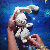 Куклы и игрушки ручной работы. Ярмарка Мастеров - ручная работа Вязаный комфортер Заяц плюшевый сплюшка. Handmade.