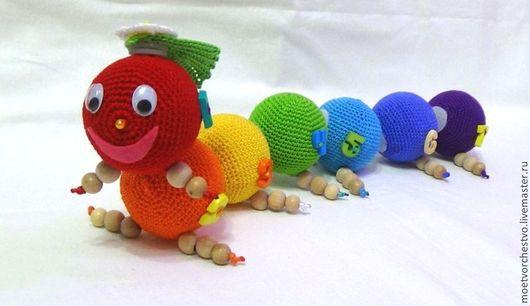 Развивающие игрушки ручной работы. Ярмарка Мастеров - ручная работа. Купить Развивающая вязаная гусеница. Handmade. Развивающая игрушка