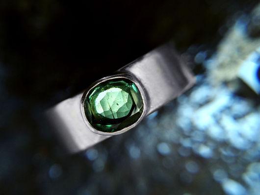 Кольца ручной работы. Ярмарка Мастеров - ручная работа. Купить Матовое серебряное кольцо с натуральным зеленым турмалином, 16.5 разме. Handmade.
