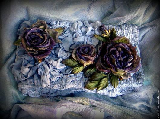 Женские сумки ручной работы. Ярмарка Мастеров - ручная работа. Купить клатч валяный с шелковыми розами. Handmade. Серебряный