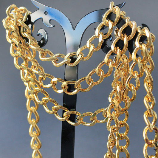 Цепь золотого цвета, плетение Твист,  со звеньями овальной формы для использования в сборке украшений Цепь выполнена из металла с оксидированным золотым покрытием, без никеля и кадмия. Цепь прочная