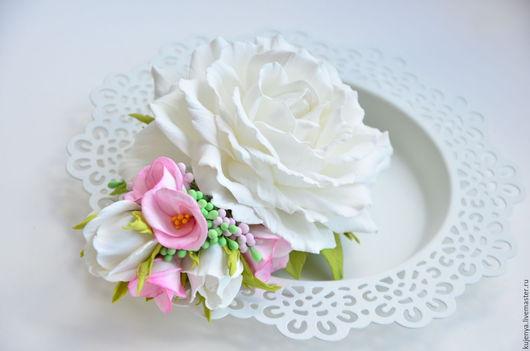"""Свадебные украшения ручной работы. Ярмарка Мастеров - ручная работа. Купить Заколка с цветами """"Нежность"""" с розами из фоамирана. Handmade. Белый"""
