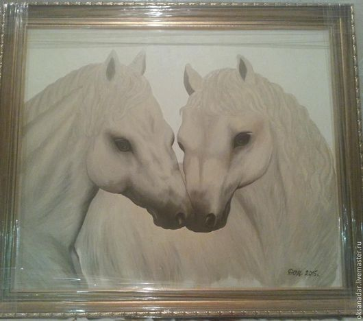 Пара белых лошадей