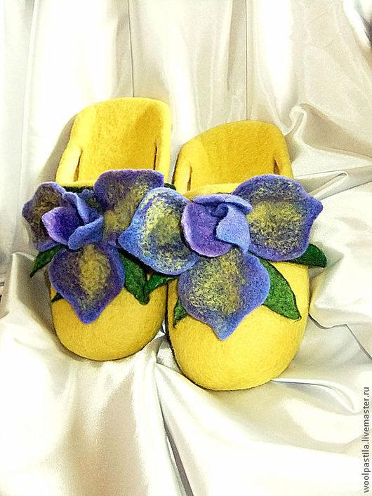 Обувь ручной работы. Ярмарка Мастеров - ручная работа. Купить Валяные тапочки Ирисы. Handmade. Желтый, тапочки валяные