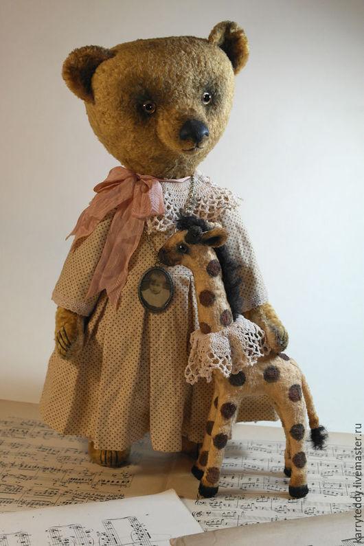 """Мишки Тедди ручной работы. Ярмарка Мастеров - ручная работа. Купить Авторский медведь Тедди. """"С Жирафой"""")). Handmade. Желтый"""